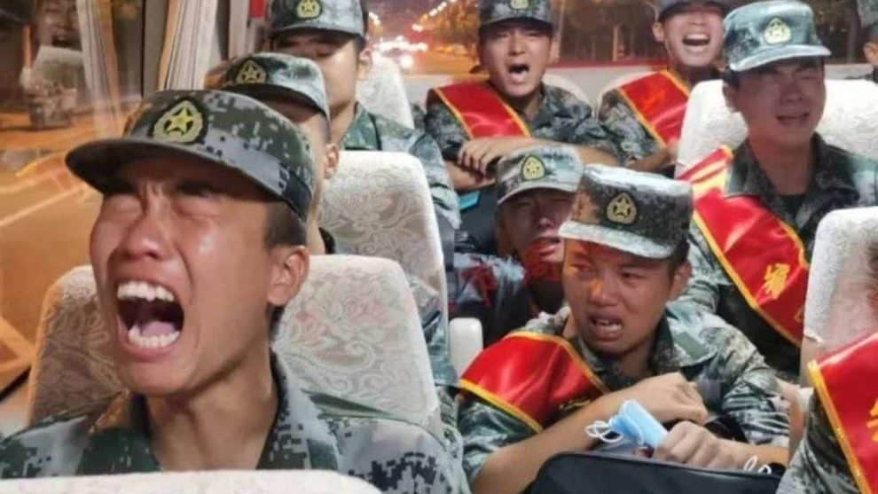 chinese soldiers crying in bus