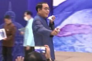 Video Thailand Prime Minister Spray Sanitizer