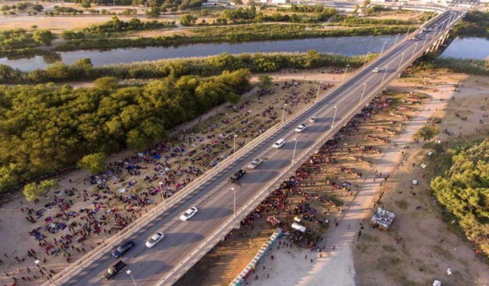 texas migrants bridge Del Rio International Bridge